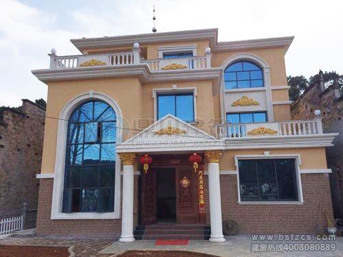時尚清新的外觀風格,別致的窗戶,古典大氣的羅馬柱,讓整套別墅