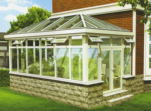 阳光房的设计一定要留有门窗以便通风透气.